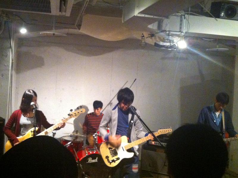 名古屋栄、矢場町のフリー・スペース「spazio rita(スパジオ・リタ)」でのApple Lightによるライヴ