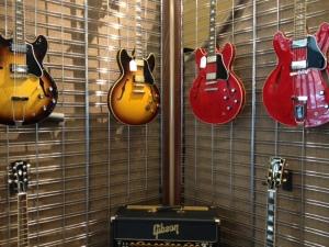メンフィスのギブソン ギターとアンプ
