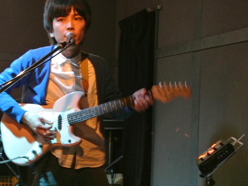 my letterのキヌガサ(Vo, G) ライブハウスnanoでの演奏(2014年11月30日)