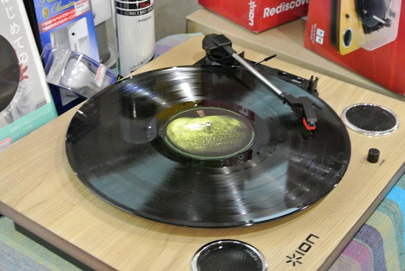 話題のアナログレコードプレイヤー「ION Archive LP」も活躍