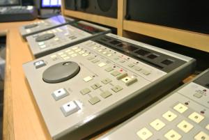 FM KYOTO ラジオ収録スタジオの録音機材