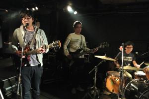京都のオルタナティブロックバンドBEDのライブ